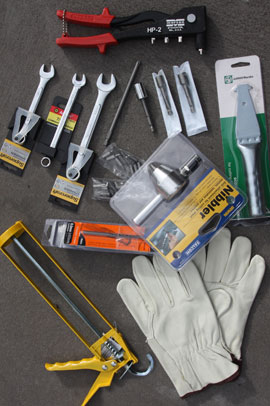 KIT HOME CONSTRUCTION TOOLS: Spanners, drill bits, philips head bits, rivet gun, scoring knife, nut setters, leather gloves. A nibbler is supplied for cutting roofing sheets where required.